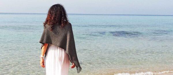 abbigliamento-donna-eco-mantella-poncho-lana-naturale
